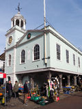 FAVERSHAM, KENT/UK - 29 MARS : Vue du marché en plein air et de la ville H Image libre de droits