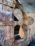 FAVERSHAM, KENT/UK - 29 marzo: Pelatura della verniciatura insabbiata sulla BO Fotografia Stock Libera da Diritti