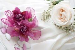 Faveurs de mariage et anneau de mariage Photo stock