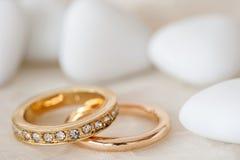 Faveurs et anneau de mariage Photographie stock libre de droits