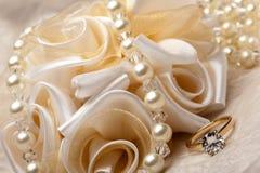 Faveurs et anneau de mariage Photo libre de droits