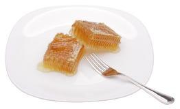 Favo de mel na placa branca foto de stock royalty free