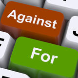 A favor o en contra de llaves muestre los pros - y - contra Imagen de archivo libre de regalías