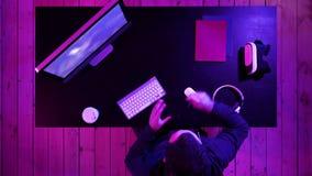 Favorable flámula del videojugador que se prepara para The Game almacen de metraje de vídeo