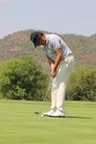 Favorable golfista para hombre Jean van de Velde que pone para un chirrido en Novemb Foto de archivo libre de regalías