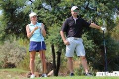 Favorable golfista que juega Daniella y jugador anterior marcha del grillo del Protea Imagen de archivo libre de regalías