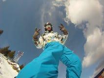 Favorable jinete en los juegos del extremo de la snowboard Foto de archivo