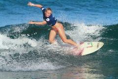 Favorable persona que practica surf Alexis Engstrom Fotografía de archivo