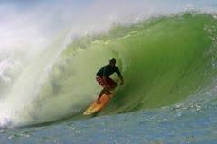 Favorable persona que practica surf Liam Mcnamara en los tazones de fuente fotos de archivo libres de regalías