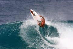 Favorable persona que practica surf - Matt Archbold Foto de archivo libre de regalías