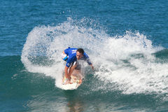Favorable persona que practica surf Matt Kennam Imagen de archivo