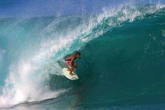 Favorable persona que practica surf Randall Paulson que practica surf en la tubería Fotografía de archivo libre de regalías