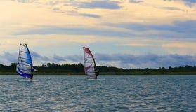 Favorable viaje de la raza del windsurf Fotos de archivo libres de regalías