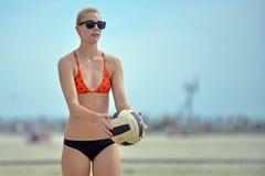 Favorable voleibol de la playa de 2013 mujeres Fotografía de archivo libre de regalías