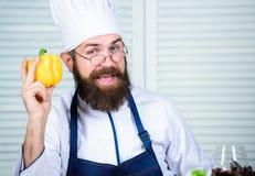 Favoriet voedsel Chef-kokmens in hoed Geheim smaakrecept Gebaarde mensenkok in culinaire keuken, Het gezonde voedsel koken royalty-vrije stock afbeelding