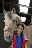 favorit- flicka henne häst little arkivbild