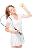 Favorit- hobby - en lek i stor tennis, en stående på en vit royaltyfria bilder