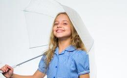 Favorit- tid för nedgång av året Regnigt angenämt väder för nedgång Väder för nedgång för möte för flickabarn klart med paraplyet arkivfoton