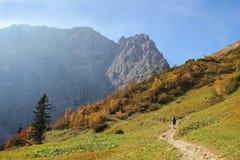 Favorito che fa un'escursione area nelle alpi del karwendel, Austria Fotografia Stock Libera da Diritti