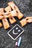 Faworki - παραδοσιακά πολωνικά μπισκότα που εξυπηρετούνται στην παχιά Πέμπτη Στοκ Εικόνες