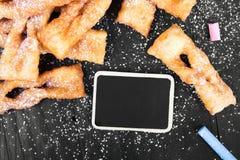 Faworki - παραδοσιακά πολωνικά μπισκότα που εξυπηρετούνται στην παχιά Πέμπτη Στοκ Φωτογραφίες