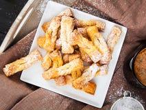 Faworki -传统波兰曲奇饼供食在肥胖星期四 库存照片