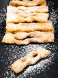 Faworki - traditionella polska kakor som tjänas som på feta torsdag arkivfoto