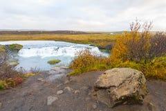 Faxi siklawa z dużym głazem na Iceland Zdjęcie Stock