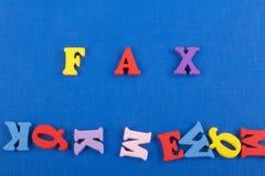 FAXord på blå bakgrund som komponeras från träbokstäver för färgrikt abc-alfabetkvarter, kopieringsutrymme för annonstext l?ra royaltyfri bild
