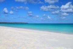 Fayaoue strand p? kusten av den Ouvea lagun, Mouli och Ouvea ?ar, lojalitet?ar, Nya Kaledonien arkivfoton
