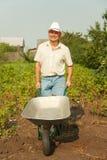 Fazendeiro com wheelbarrow fotografia de stock royalty free