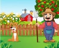 Fazendeiro dos desenhos animados que guarda um ancinho com cão ilustração royalty free