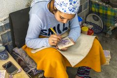 Fazendo azulejos fotografia de stock royalty free