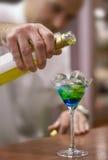 Fazendo a bebida colorida Foto de Stock Royalty Free
