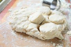Fazendo biscoitos com espaço da cópia Fotografia de Stock Royalty Free