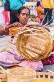 Fazendo cestas coloridas do bastão Fotos de Stock Royalty Free