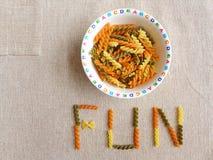 Faça a refeição cronometrar o divertimento para miúdos - conceito Foto de Stock