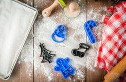 Fazendo cookies pelo Natal e o ano novo Imagem de Stock Royalty Free
