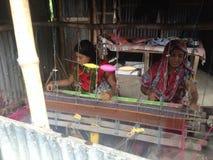Fazendo Dhakai Jadani Shari Fotos de Stock