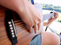Fazendo a música fora na luz do sol Imagem de Stock Royalty Free