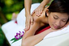 Fazendo massagens as mãos Imagem de Stock