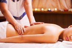 Fazendo massagens o esforço ausente Foto de Stock
