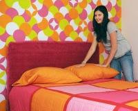 Fazendo minha cama Fotos de Stock Royalty Free