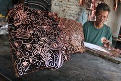 Fazendo o batik carimbar Foto de Stock