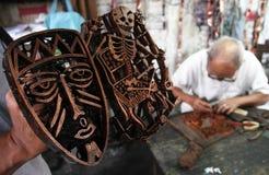 Fazendo o batik carimbar Fotografia de Stock
