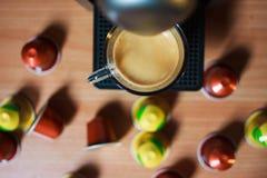 Fazendo o café da manhã com máquina do café Vista superior imagens de stock royalty free