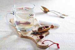 Fazendo o chá com saquinhos de chá Foto de Stock