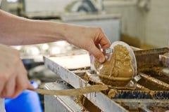 Fazendo o chocolate em uma padaria Imagens de Stock Royalty Free