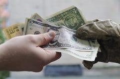Fazendo o dinheiro Fotos de Stock