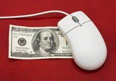 Fazendo o dinheiro em linha foto de stock royalty free